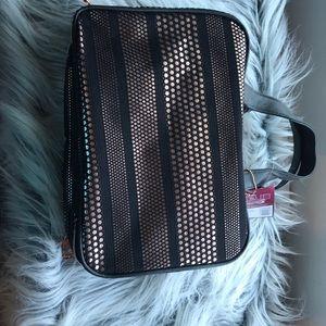Makeup carrying case